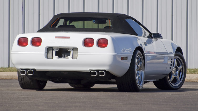 1992 Chevrolet Corvette Convertible 350/300 HP, 4-Speed Automatic presented as lot F81 at Kansas City, MO 2010 - image8