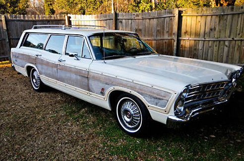 1967 Ford Country Squire Station Wagon 428 CI, Automatic presented as lot F98 at Kansas City, MO 2010 - image2