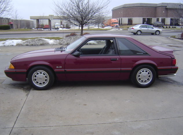 1989 Ford Mustang LX Coupe 5-Speed presented as lot F99 at Kansas City, MO 2010 - image3