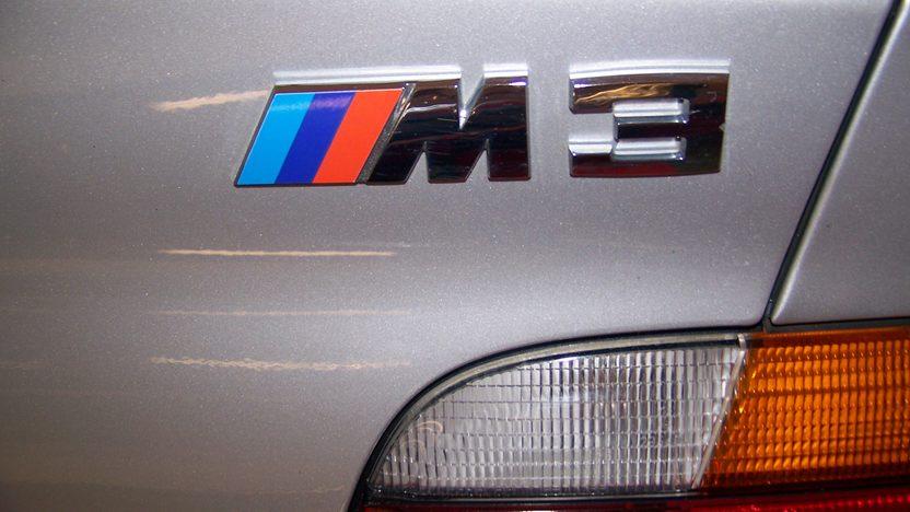 1998 Bmw M3 Convertible presented as lot F107 at Kansas City, MO 2010 - image6