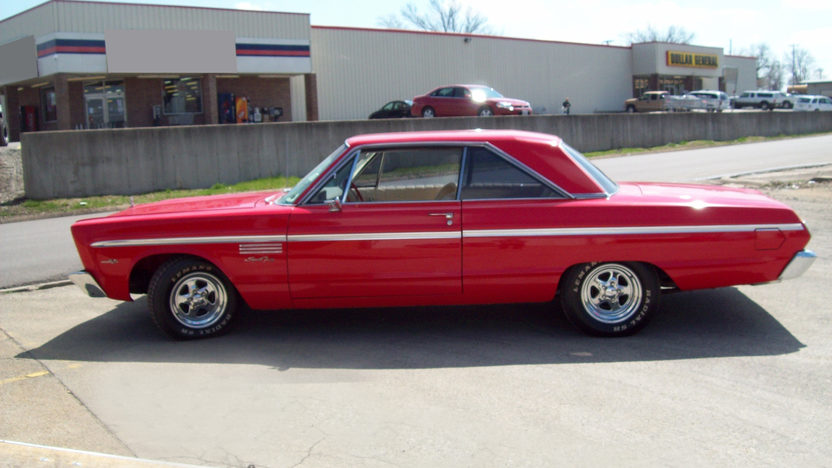 1965 Plymouth Sport Fury 2-Door Hardtop 426 CI, Automatic presented as lot F118 at Kansas City, MO 2010 - image3