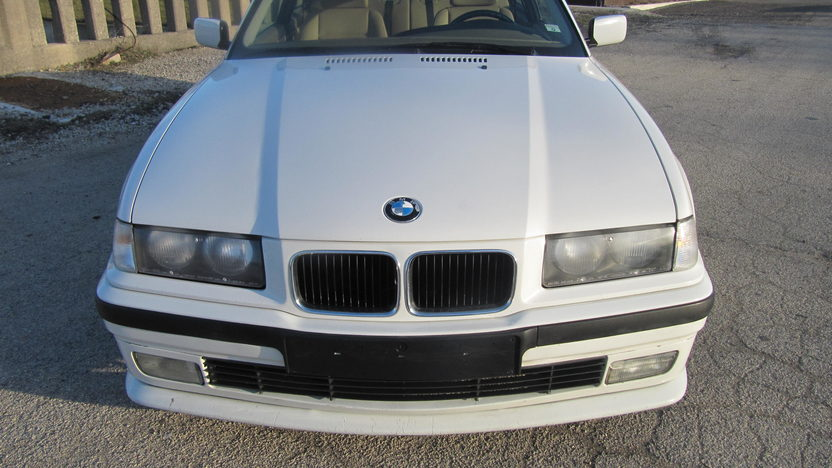 1994 BMW 318 IS Coupe 5-Speed  presented as lot F128 at Kansas City, MO 2010 - image3