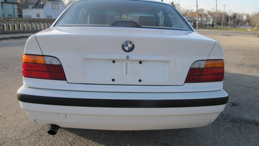 1994 BMW 318 IS Coupe 5-Speed  presented as lot F128 at Kansas City, MO 2010 - image4