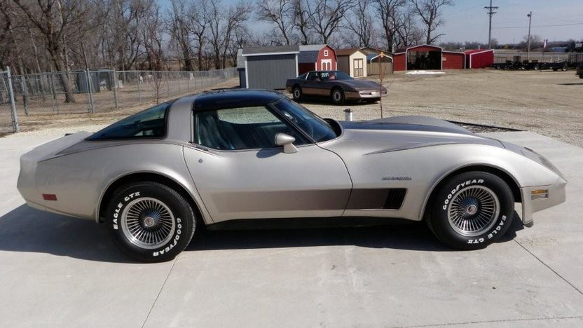 1982 Chevrolet Corvette Collector Edition 350 CI, Automatic presented as lot F134 at Kansas City, MO 2010 - image8