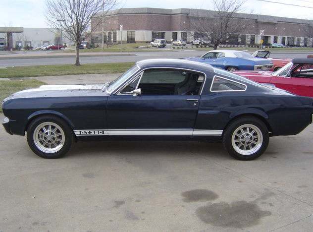 1965 Ford Mustang Fastback 427/600 HP, 5-Speed presented as lot F143 at Kansas City, MO 2010 - image3