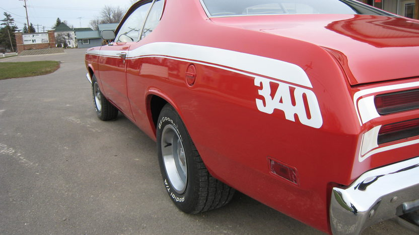 1970 Plymouth Duster 2-Door 340/275 HP, 4-Speed presented as lot F253 at Kansas City, MO 2010 - image3