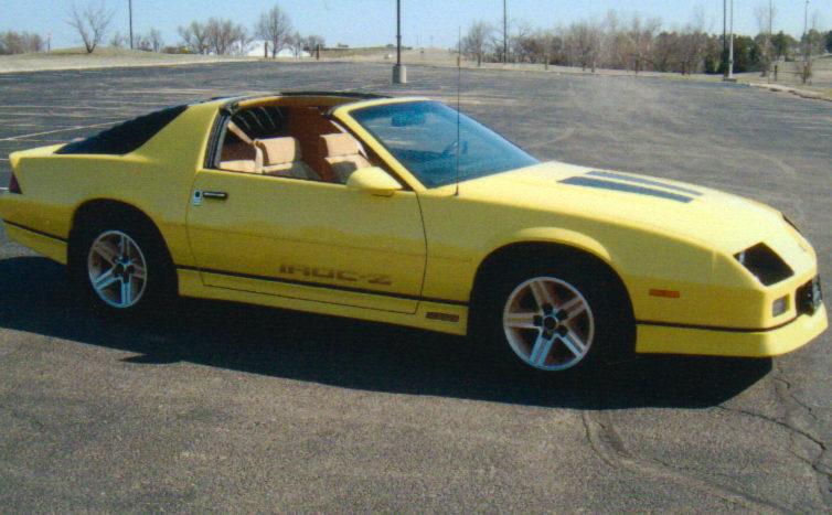 1986 Chevrolet Camaro IROC Coupe 305 CI, 4-Speed Automatic presented as lot F256 at Kansas City, MO 2010 - image3