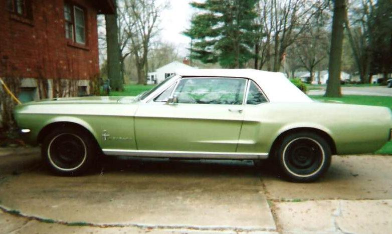 1967 Ford Mustang Convertible 289 CI presented as lot F271 at Kansas City, MO 2010 - image3
