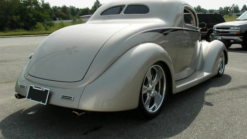 1937 Ford 3 Window Street Rod 350 CI, Automatic presented as lot F154 at Kansas City, MO 2010 - image2