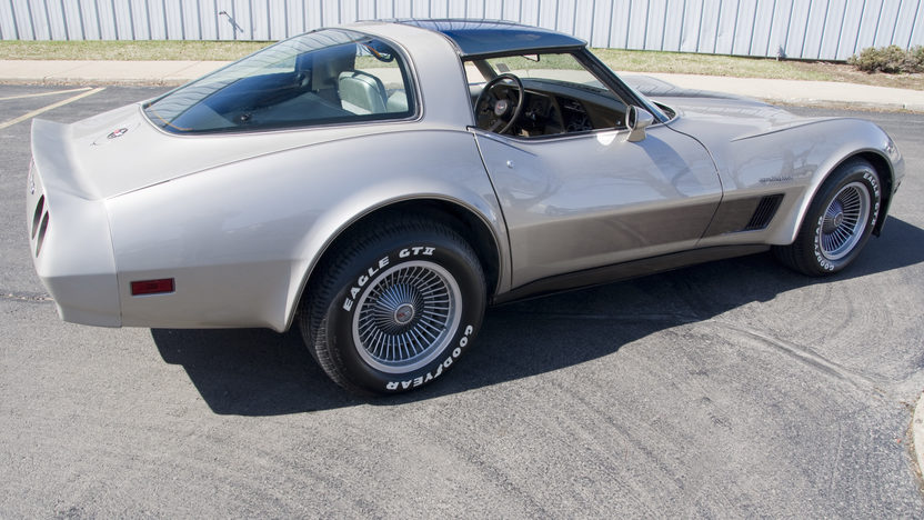 1982 Chevrolet Corvette Collector Series 210 HP, 4-Speed Automatic presented as lot F183 at Kansas City, MO 2010 - image3
