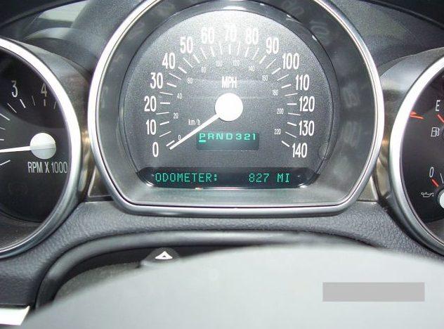 2004 Chevrolet SSR Pickup presented as lot F187 at Kansas City, MO 2010 - image6