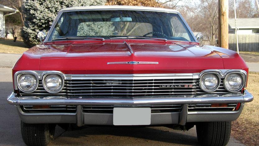 1965 Chevrolet Impala SS Convertible 409/400 HP, 4-Speed presented as lot F192 at Kansas City, MO 2010 - image2