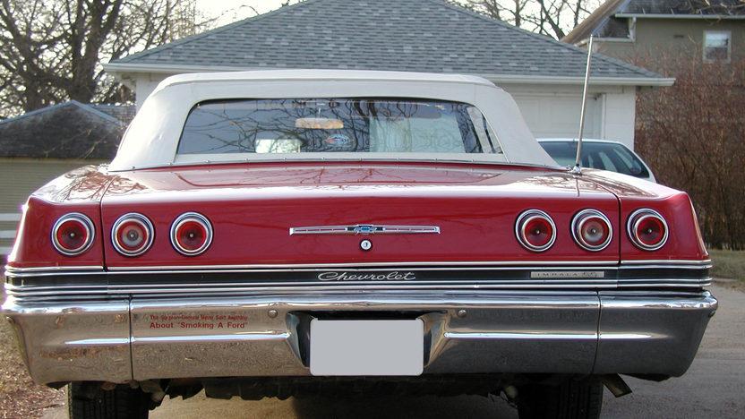 1965 Chevrolet Impala SS Convertible 409/400 HP, 4-Speed presented as lot F192 at Kansas City, MO 2010 - image3