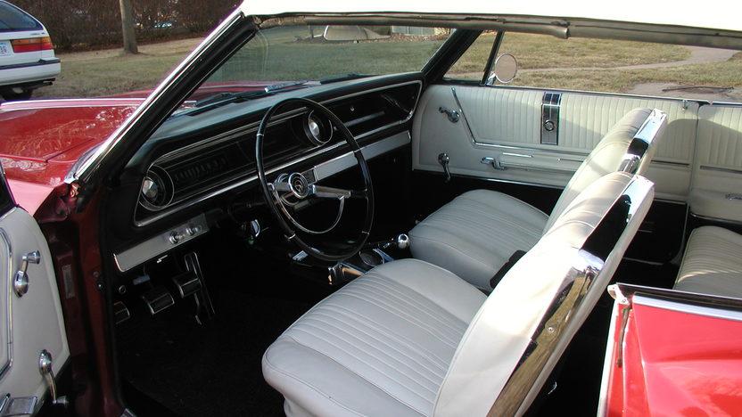 1965 Chevrolet Impala SS Convertible 409/400 HP, 4-Speed presented as lot F192 at Kansas City, MO 2010 - image5