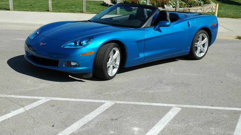 2008 Chevrolet Corvette Convertible 6-Speed presented as lot F196 at Kansas City, MO 2010 - image2