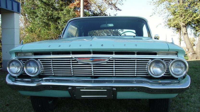 1961 Chevrolet Impala Convertible 283/230 HP, 3-Speed Automatic presented as lot F201 at Kansas City, MO 2010 - image4