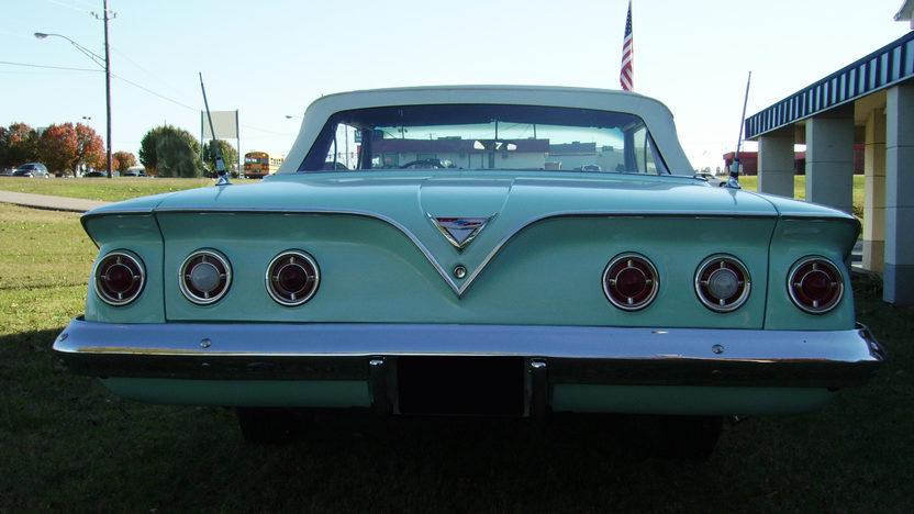1961 Chevrolet Impala Convertible 283/230 HP, 3-Speed Automatic presented as lot F201 at Kansas City, MO 2010 - image5