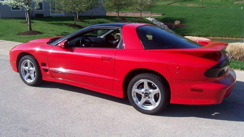 2000 Pontiac Firebird 2-Door presented as lot F220 at Kansas City, MO 2010 - image2