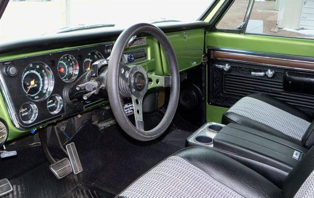 1971 Chevrolet C20 Longhorn Pickup 402 CI presented as lot S4 at Kansas City, MO 2010 - image4