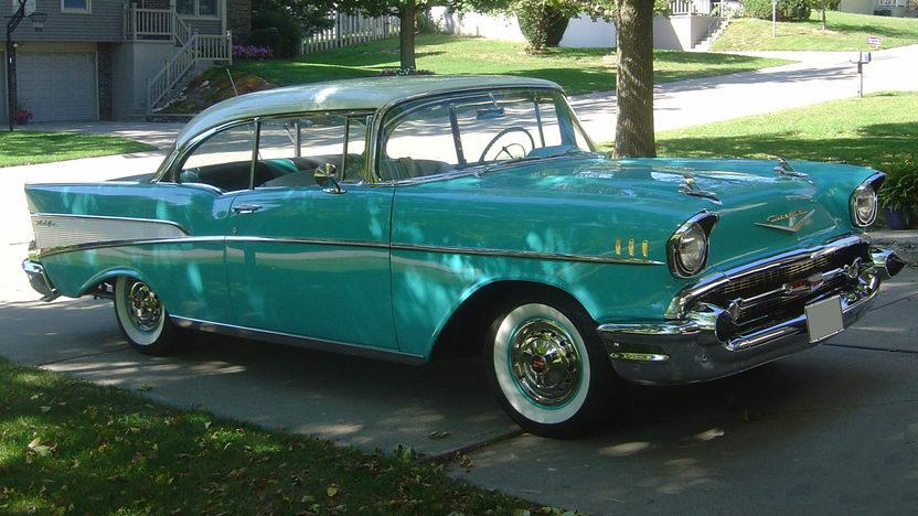 1957 Chevrolet Bel Air 2-Door Hardtop 283/220 HP, Automatic presented as lot S7 at Kansas City, MO 2010 - image2