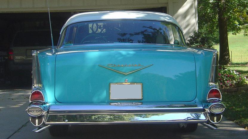 1957 Chevrolet Bel Air 2-Door Hardtop 283/220 HP, Automatic presented as lot S7 at Kansas City, MO 2010 - image4