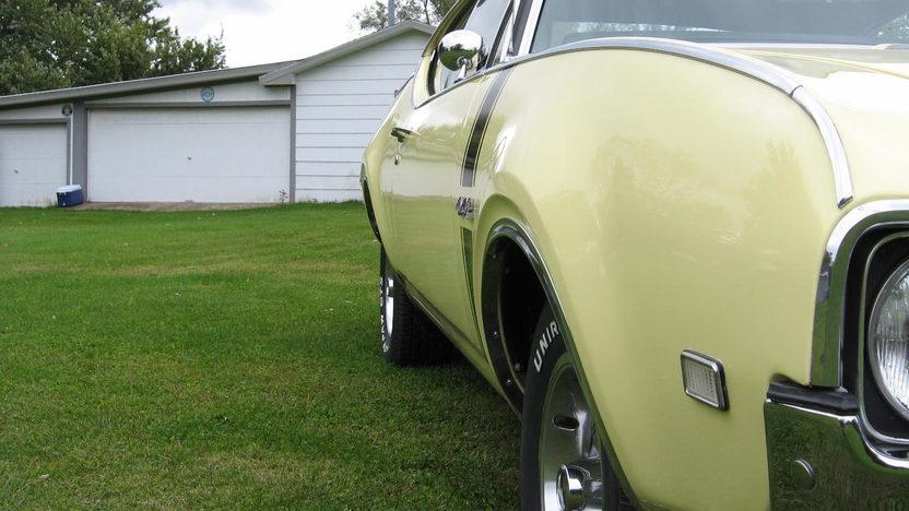 1968 Oldsmobile Cutlass 442 400 CI, Automatic presented as lot S8 at Kansas City, MO 2010 - image2