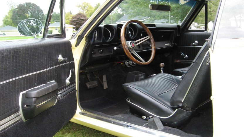 1968 Oldsmobile Cutlass 442 400 CI, Automatic presented as lot S8 at Kansas City, MO 2010 - image3