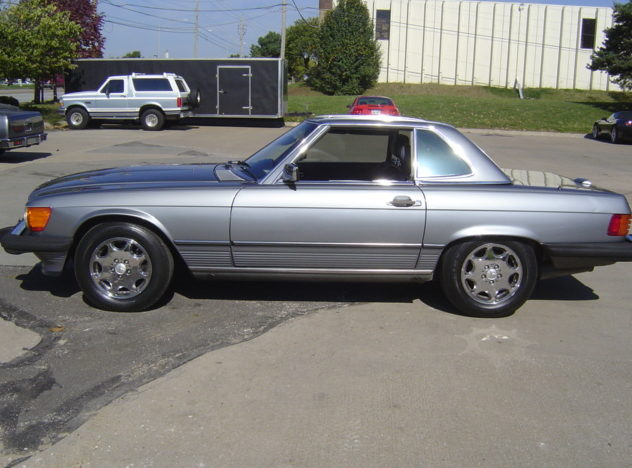 1988 Mercedes-Benz 560SL Convertible Automatic presented as lot S10 at Kansas City, MO 2010 - image3