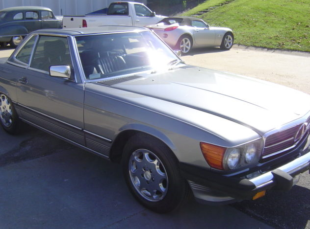 1988 Mercedes-Benz 560SL Convertible Automatic presented as lot S10 at Kansas City, MO 2010 - image7