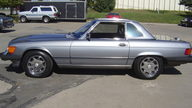 1988 Mercedes-Benz 560SL Convertible Automatic presented as lot S10 at Kansas City, MO 2010 - thumbail image3