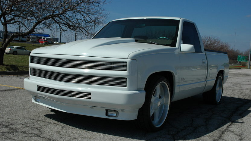 1992 Chevrolet SS Pickup 454/725 CI, 6-Speed presented as lot S26 at Kansas City, MO 2010 - image2