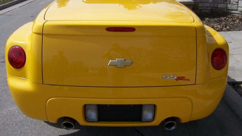 2005 Chevrolet SSR Roadster 390 HP presented as lot S163 at Kansas City, MO 2010 - image4