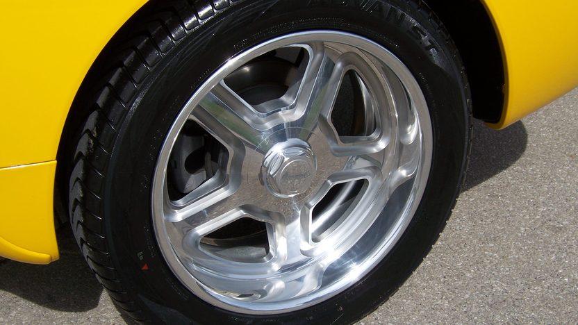 2005 Chevrolet SSR Roadster 390 HP presented as lot S163 at Kansas City, MO 2010 - image6
