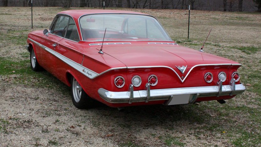 1961 Chevrolet Impala Bubble Top 2-Door 4-Speed presented as lot S170 at Kansas City, MO 2010 - image2
