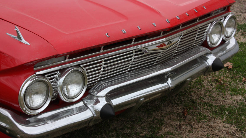 1961 Chevrolet Impala Bubble Top 2-Door 4-Speed presented as lot S170 at Kansas City, MO 2010 - image4