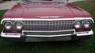 1963 Chevrolet Impala SS 2-Door Hardtop 327/250 HP, 3-Speed Automatic presented as lot S174 at Kansas City, MO 2010 - thumbail image2