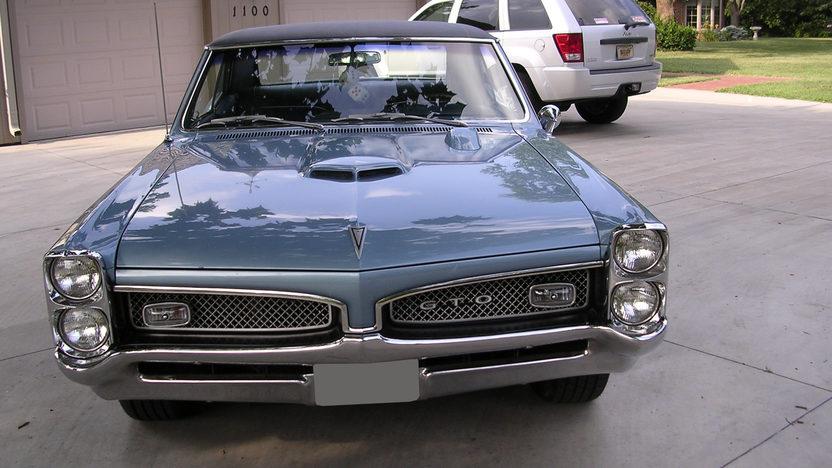 1967 Pontiac GTO 2 Door 400 CI presented as lot S200 at Kansas City, MO 2010 - image3