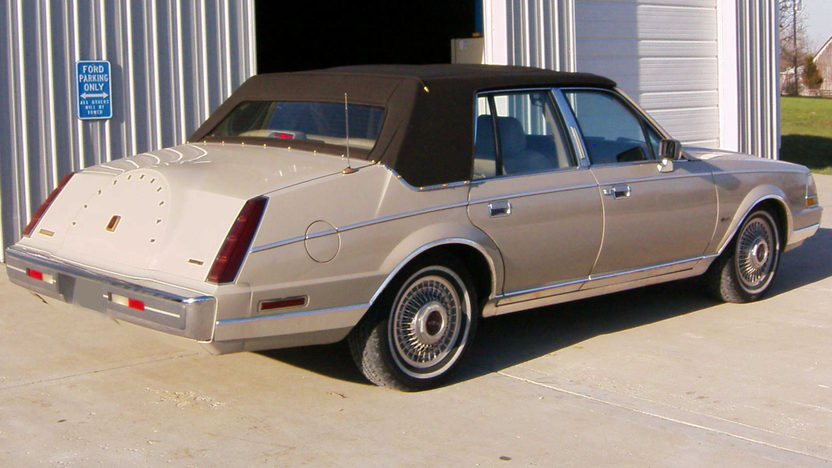 1987 Lincoln Continental 4-Door presented as lot S208 at Kansas City, MO 2010 - image2