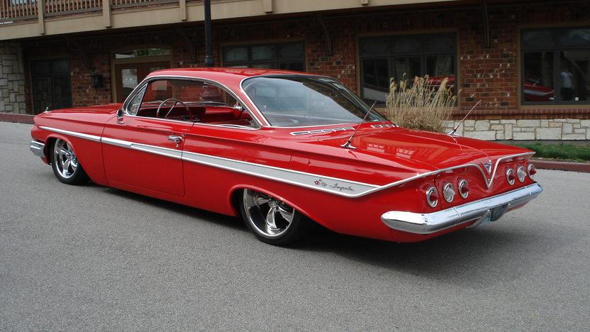 1961 Chevrolet Impala 2-door Hardtop presented as lot S220 at Kansas City, MO 2010 - image2