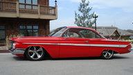 1961 Chevrolet Impala 2-door Hardtop presented as lot S220 at Kansas City, MO 2010 - thumbail image4