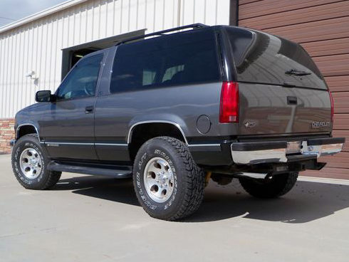 1999 Chevrolet Tahoe SUV 350, Automatic presented as lot S221 at Kansas City, MO 2010 - image2