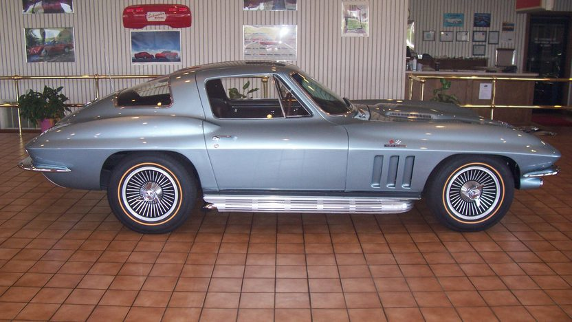 1966 Chevrolet Corvette Coupe 427/390 HP, 4-Speed presented as lot S79 at Kansas City, MO 2010 - image3