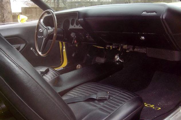 1970 Plymouth Cuda 2-Door Hardtop 440 CI, Automatic presented as lot S128 at Kansas City, MO 2010 - image4