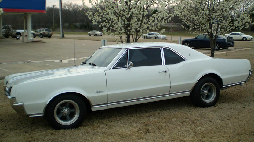 1967 Oldsmobile Cutlass Supreme Coupe 350 CI, 4-Speed  presented as lot S148 at Kansas City, MO 2010 - image2