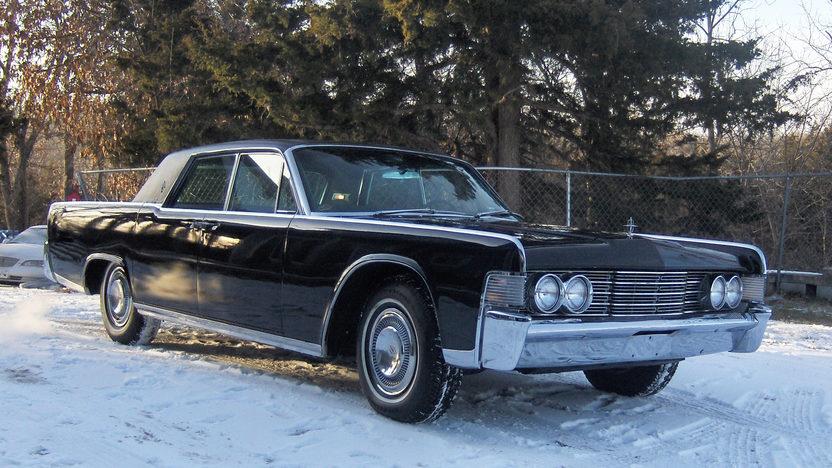1965 Lincoln Continental 4-Door Sedan 430 CI, Automatic presented as lot S135 at Kansas City, MO 2010 - image2
