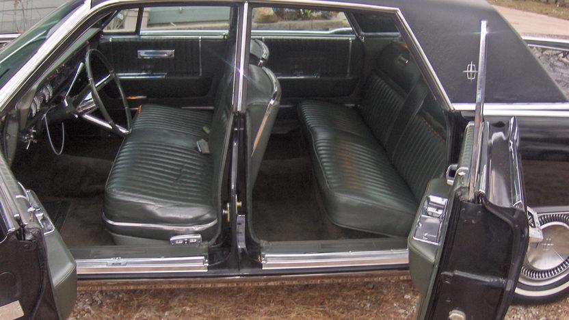 1965 Lincoln Continental 4-Door Sedan 430 CI, Automatic presented as lot S135 at Kansas City, MO 2010 - image5