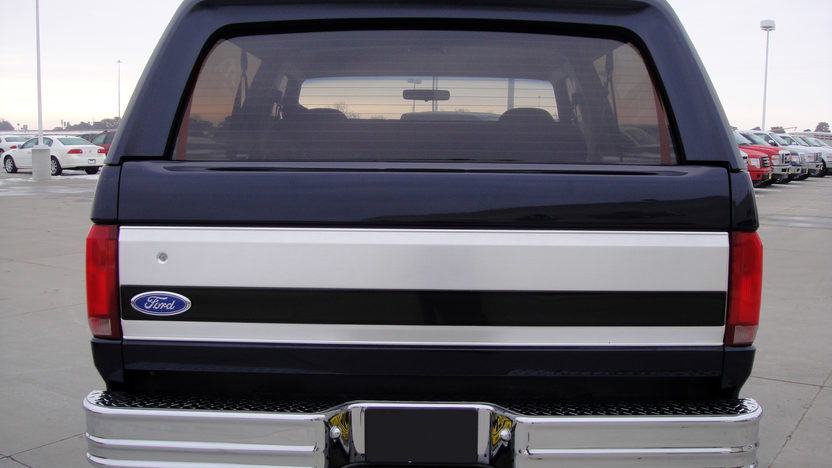 1992 Ford Bronco 4x4 Eddie Bauer Edition 500+ HP, Automatic presented as lot F150.1 at Kansas City, MO 2010 - image2