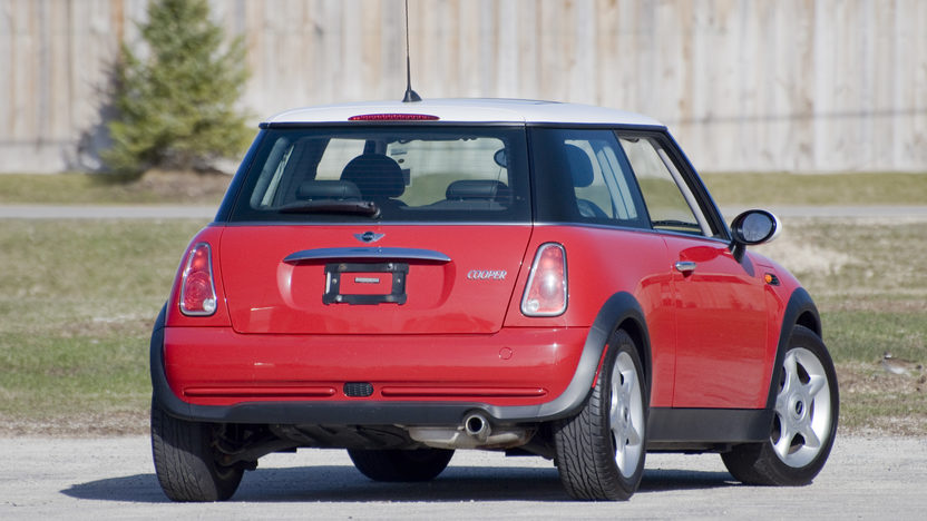 2006 Mini  2-Door 5-Speed Automatic presented as lot S15.1 at Kansas City, MO 2010 - image2