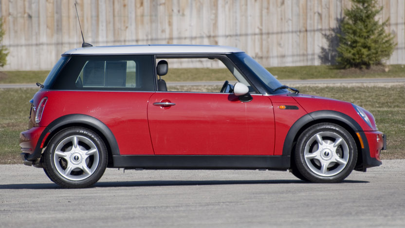 2006 Mini  2-Door 5-Speed Automatic presented as lot S15.1 at Kansas City, MO 2010 - image3