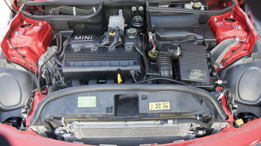 2006 Mini  2-Door 5-Speed Automatic presented as lot S15.1 at Kansas City, MO 2010 - image6
